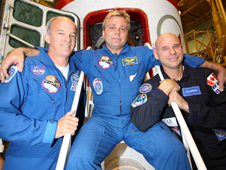 JSC2009-E-214431 -- Expedition 21 crew members